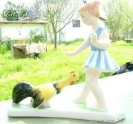 Szép, régi kerámia ZSG szignóval: Lány kakassal