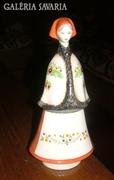 Aquincum porcelán. Nő népviseletben.