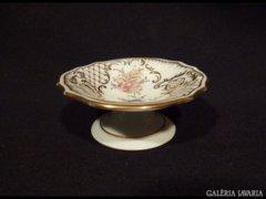 1465 K2 Régi porcelán vitrintárgy dúsarany kínáló