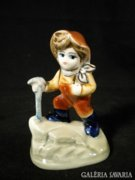 S706 G3 Hummel jellegű porcelán kisfiú túrázó fiú