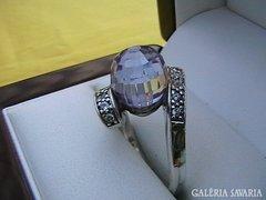 Modern ezüst gyűrű lila kristály gömbbel