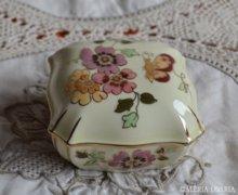 Kézzel festett Zsolnay lepkés, pillangós bonbonier
