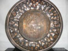 Réz falilámpa középkori jelenettel.