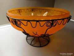 Narancssárga üvegtál cizellált fém vázban