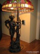 97 cm magas Tiffany, figurális állólámpa