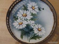 Antik porcelánbetétes tálca krizantémokkal