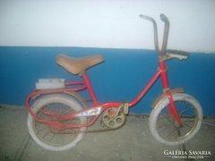 Régi, tömör gumis gyermek kerékpár, bicikli