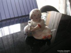 Zsolnay kislány korsóval
