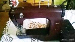 Antik hordozható varrógép