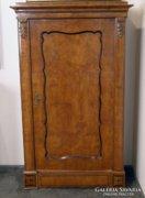0C813 Antik intarziás Biedermeier szekrény