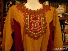 Gyönyörű keleti hímzett hosszú női ruha