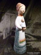 Kedves kerámia szobor 27 cm
