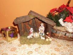 Karácsonyi Betlehem mázatlan porcelán szobrocskákkal.