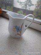 Porcelán tejszin-kiöntő