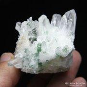 137 gr zöld beütésű tibeti kvarc kristály csoport