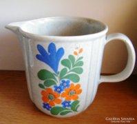Tejes, teás kerámia kiöntő 14 cm magas