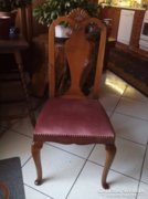 Bordó kárpitos, faragott háttámlás székek
