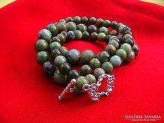 Zöld opál gyöngysor ezüst díszkapoccsal
