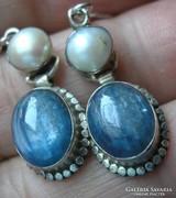 925 ezüst fülbevaló, kianit, tenyésztett gyöngy