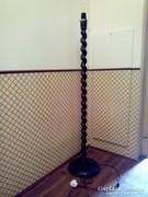 Koloniál stílusú vagy koloniál csavart fa állólámpa, lámpa lámpatest