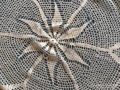Csipke terítő kör alakú asztalra (79)