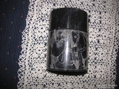 Esztergált gránitdoboz szépen  vésve    70 x 100 mm