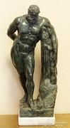 Herkules, faragott márvány szobor