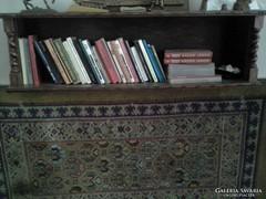 Antik könyves polc