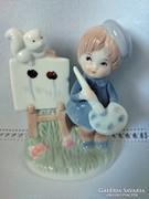 Festegető sapkás ,hibátlan állapotú porcelán fiúcska.