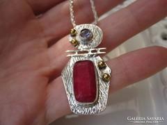 Posztmodern arany - ezüst medál rubin és ametiszt kövekkel