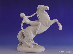 0I467 Schaubach Kunst porcelán szobor amazon lovon