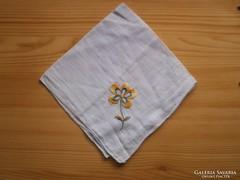 1220. Halványlila virágos hímzett zsebkendő