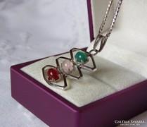 Modernista ezüst medál színes ékkövekkel, ezüst lánccal