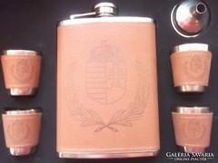 Új-6 részes árpádsávos címer- pálinkás  flaskaszett dobozában, ajándékba is