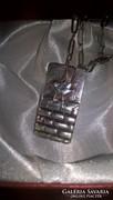 Komoly méretekkel rendelkező mesterjelzett ezüst medál+lánc