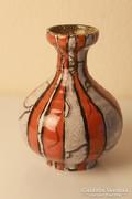 Gorka kerámia váza, narancssárga csíkokkal