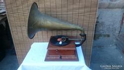 Réz tölcséres gramofon
