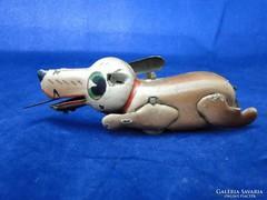 7689 Antik lemezárugyári fém kutya tacskó