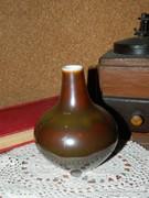Hollóházi barna váza.