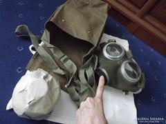 Régi katonai gázálarc táska álarc és patron újszerű