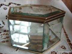 Csiszolt-metszett,rézszerelékes üveg doboz