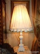 Régi, faragott fa lámpa.