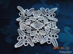 POINT LACE terítő-virág és rombusz mintával-20 x 20 cm-(17)