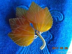 Faragott borostyán-levél-bross-aranyozott szárak és tűvel