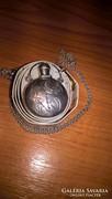 Gyönyörű, antik, vésett ezüst parfümtartó medál ezüst láncon
