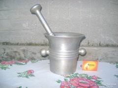 Régi alumínium mozsár