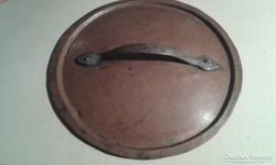 XIX századi vörösréz fedő kovácsoltvas fogóval