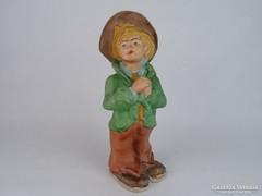 0M740 Biszkvit porcelán kalapos fiú figura 27 cm