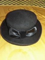Régi szép kalap eladó.