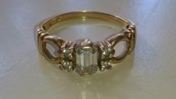 Arany 14 karátos gyűrű cirkonkövekkel. Régi Magyar (lófejes) fémjelzésű